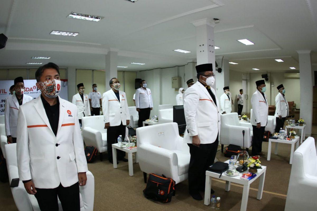 H. Ridwan Solichin, S.IP., M.Si (kiri) terpilih sebagai Sekum DPW PKS Jawa Barat untuk Periode 2020-2025 hasil Muswil ke V PKS, Minggu (27/12). (Foto: Humas PKS)