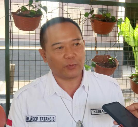 Kepala Kesbangpol Asep Tatang Sujana saat diwawancarai wartawan terkait keterlibatan penanganan vaksinasi yang dilakukan kesbangpol